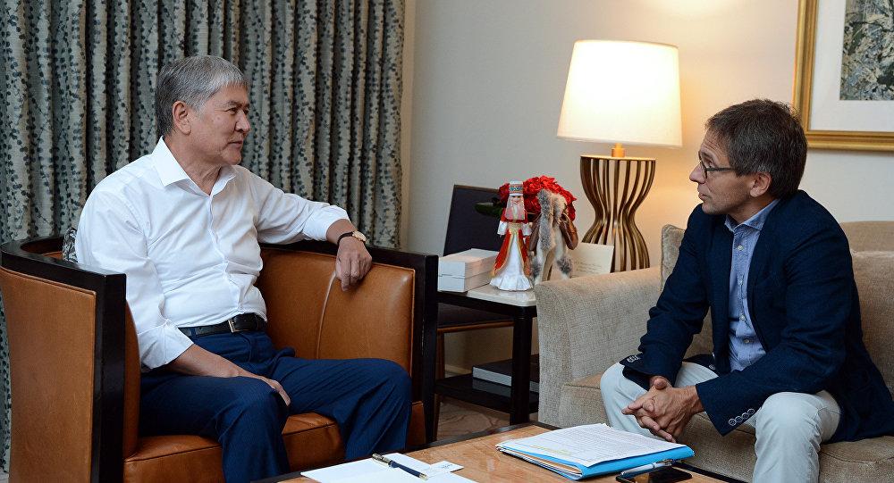 Президент Алмазбек Атамбаев дал интервью обозревателю журнала Time, политологу, президенту исследовательского центра Eurasia Group Иэну Бреммеру