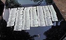 Алынган жасалма долларлар