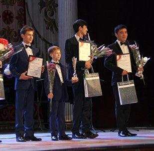Победители конкурса Очарование романса в Кыргызской национальной консерватории имени К. Молдобасанова в Бишкеке