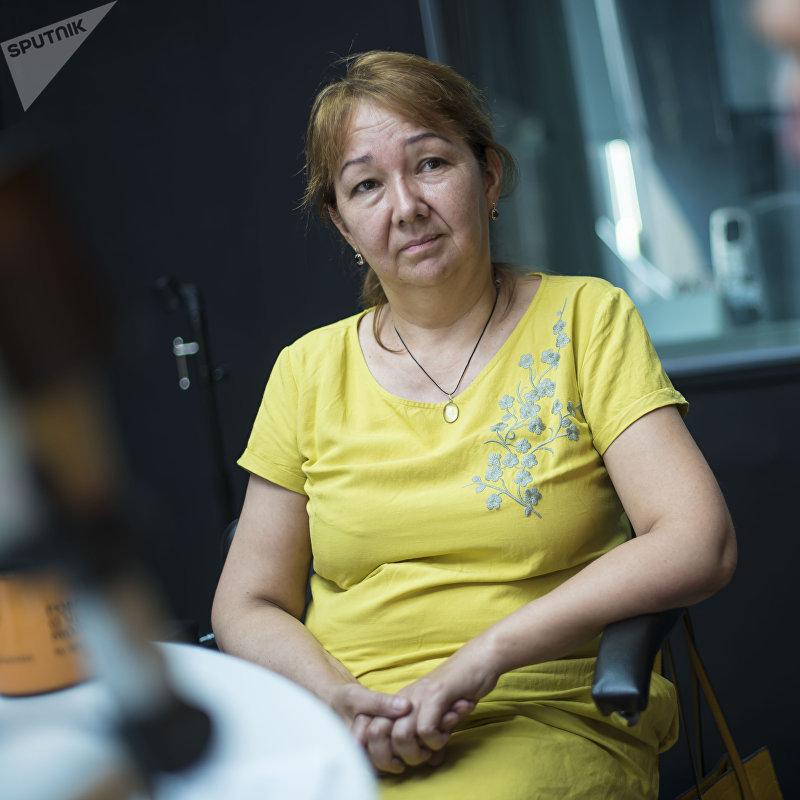 Глава Центра исследований демократических процессов Лариса Илибезова во время интервью на радио Sputnik Кыргызстан