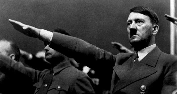 Архивное фото рейхсканцлера и главы нацистской Германии Адольфа Гитлера