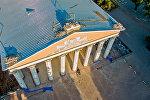 Крыша театра оперы и балета имени А. Малдыбаева после снятия статуй