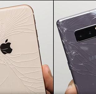 Какой телефон прочнее — iPhone или Samsung Galaxy