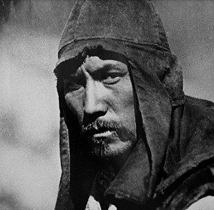 Суйменкул Чокморов в роли Бактыгула в фильме Выстрел на перевале Караш. Архивное фото