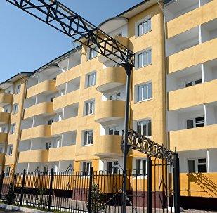 Церемония открытия многоквартирного дома для сотрудников МВД в городе Токмок