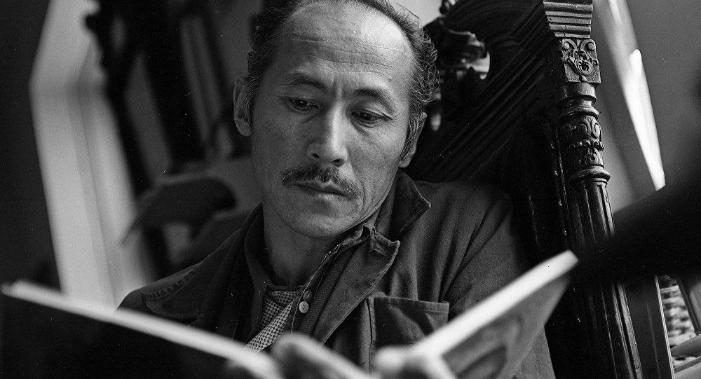 Советский и кыргызский актер, художник Суйменкул Чокморов. Архивное фото