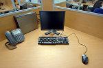 Рабочий стол сотрудника фирмы. Архивное фото