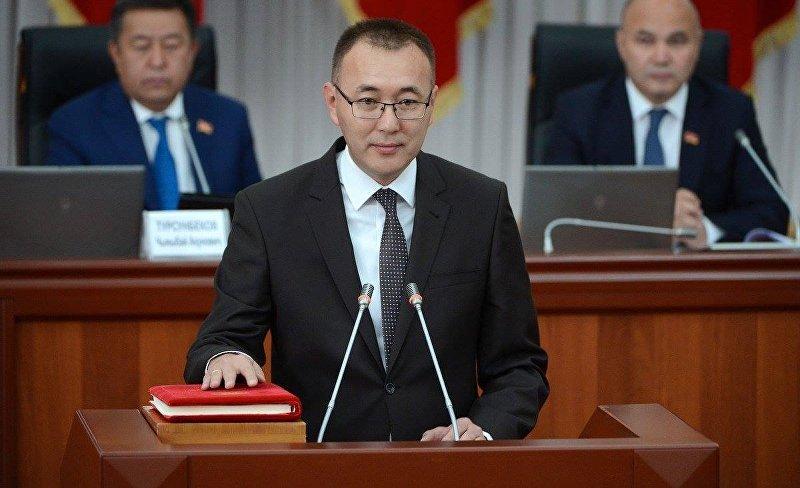 Первый вице-премьер-министр Кыргызской Республики Толкунбек Абдыгулов во время принесения присяги новыми членами правительства КР
