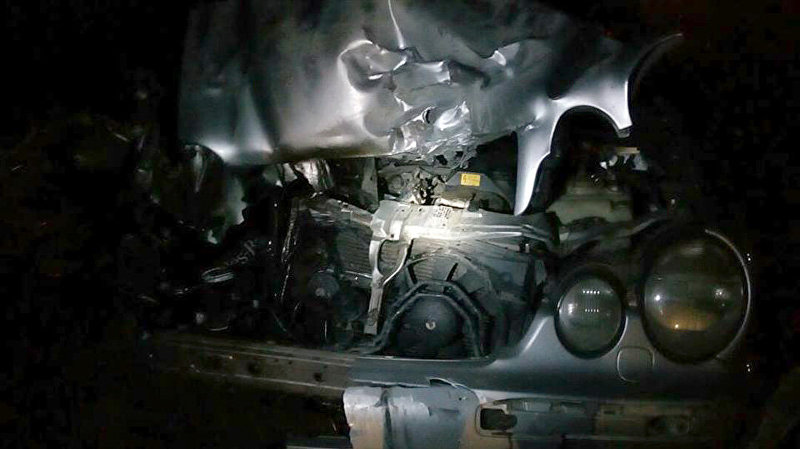 Последствия ДТП с участие кареты скорой помощи и автомобиля Mercedes Benz на въезде в Чолпон-Ату.