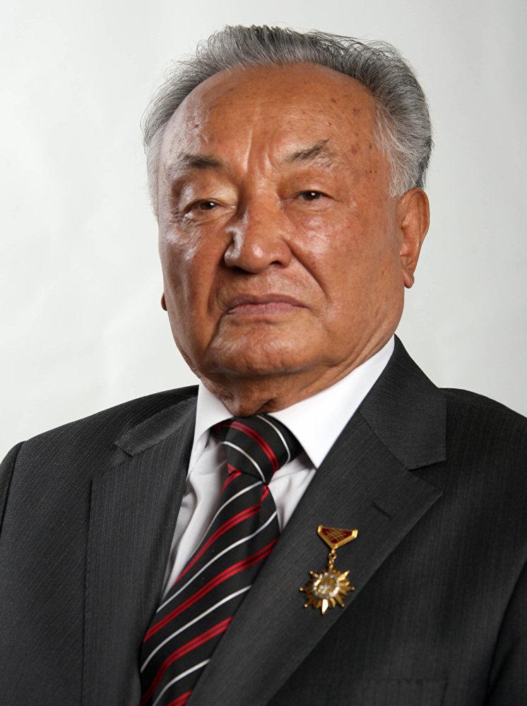 Выдающийся кыргызский хирург и общественный деятель, заслуженный врач КР Мамакеев Мамбет Мамакеевич