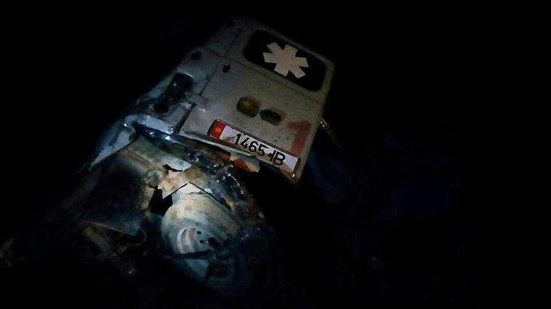 Последствия ДТП с участием кареты скорой помощи и автомобиля Mercedes Benz при въезде в Чолпон-Ату