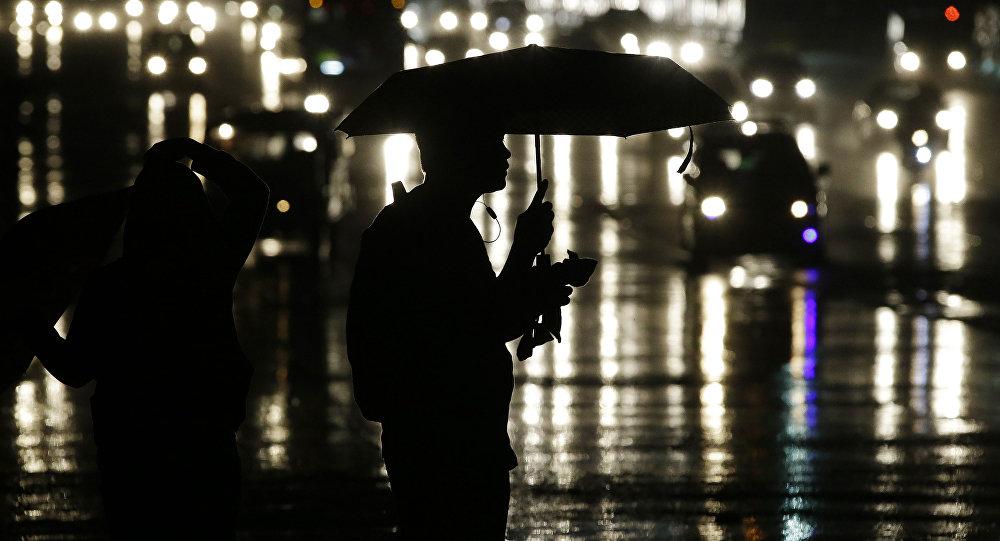 Мужчина с зонтом. Архинвое фото