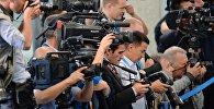 Операторы и фотографы на съемках мероприятия. Архивное фото