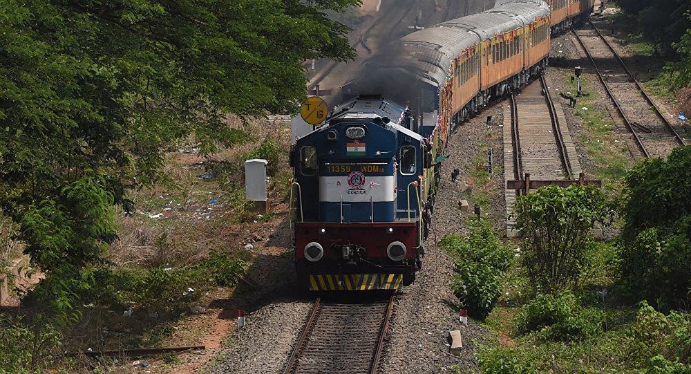 Три студента погибли под поездом вИндии, пытаясь сделать селфи