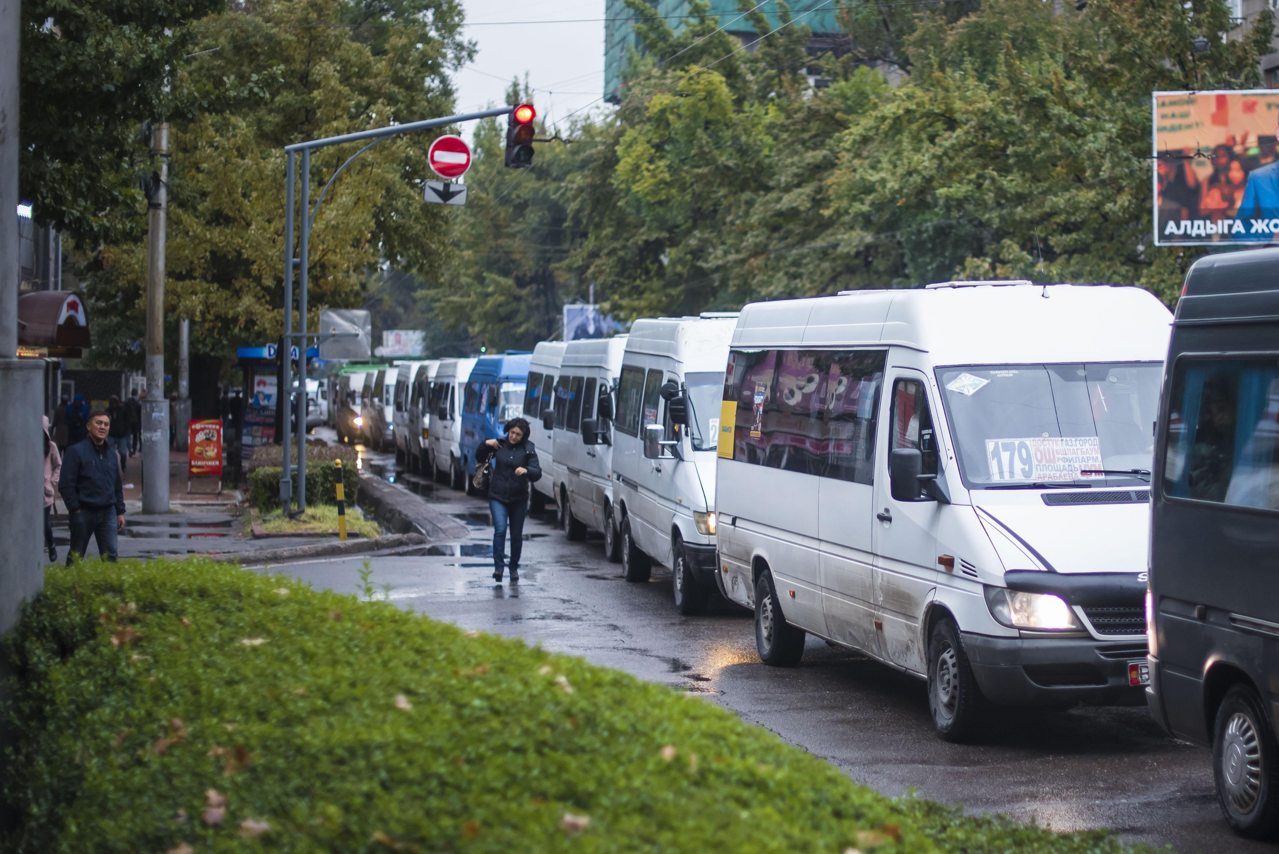 Бишкектеги маршруткалардын чубалган тыгыны