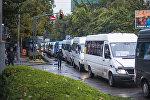 Затор из маршрутного такси в центре Бишкека. Архивное фото