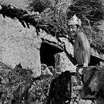 Жарандык согушту башынан кечирген кызыл армиячы Дүйшөндү комсомол тапшырма менен алыскы айылдардын бирине мугалим кылып жиберет. Болот Бейшеналиев танапис учурунда.