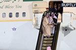 У короля Саудовской Аравии сломался трап-эскалатор — видео из Москвы