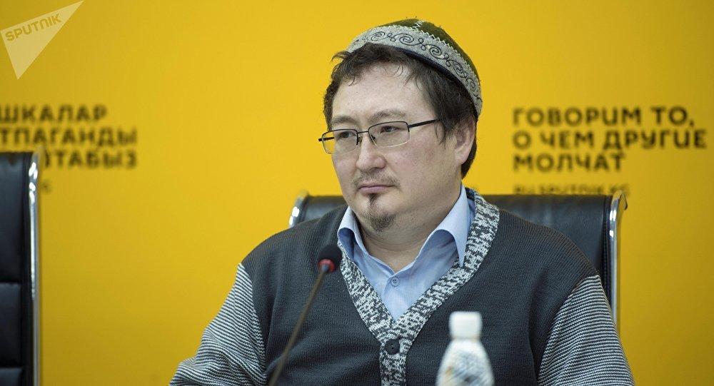 Архивное фото заместителя муфтия Духовного управления мусульман Кыргызстана, известного религиозного деятеля Кадыра Маликова