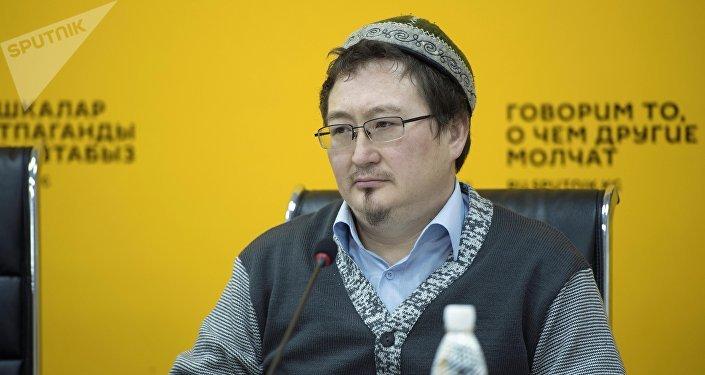 Религиовед Кадыр Маликов на конференции в пресс-центре Sputnik Кыргызстан