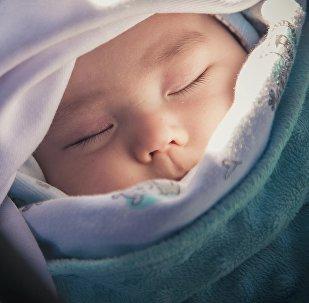 Младенец в колыбели. Архивное фото
