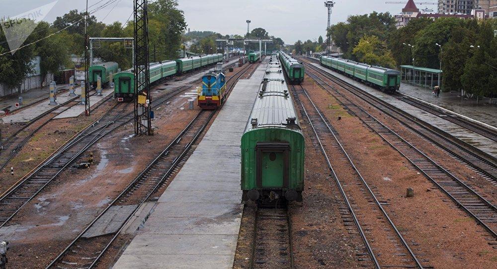 Поезда на вокзале. Архивное фото