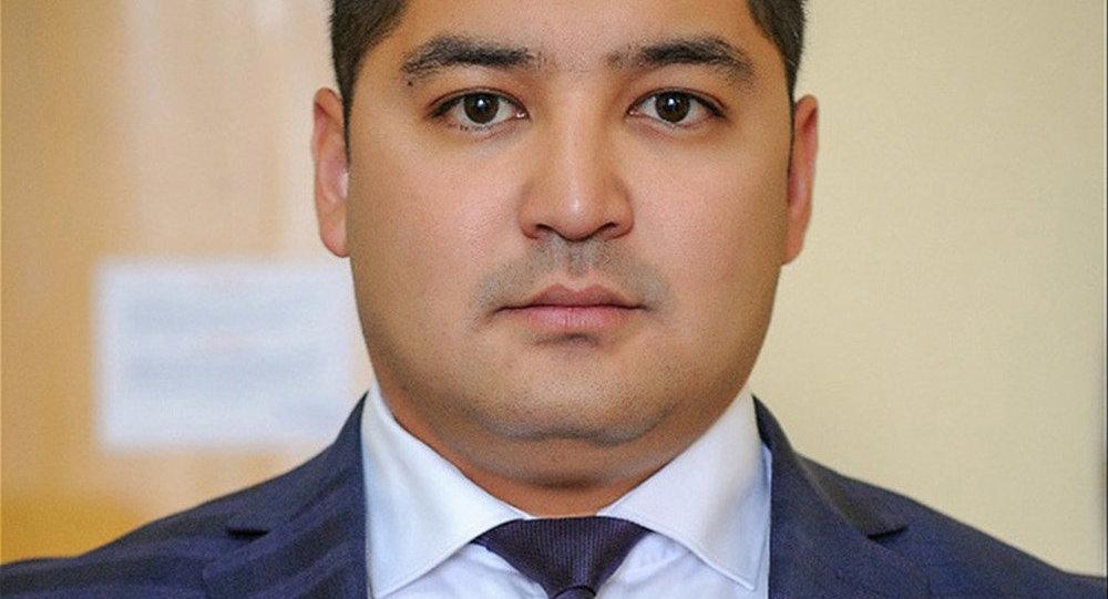 Вице-премьер Темир Жумакадыров менен кошо анын жардамчысы Нурлан Жамгырчиевдин архивдик сүрөтү