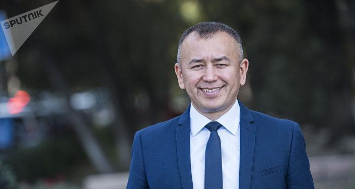 Глава микрокредитной компании Мол Булак Финанс Бабур Тольбаев во время интервью на радио Sputnik Кыргызстан
