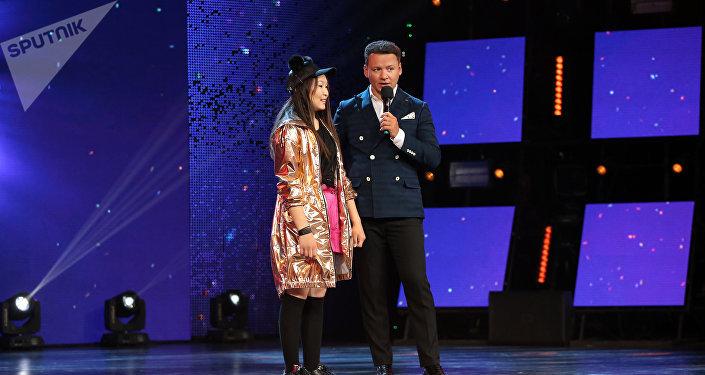 Участница международного шоу Ты супер! Танцы из Кыргызстана Нуриза Кочкомбай кызы во время выступления