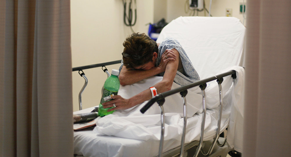 Женщина в больничной койке. Архивное фото