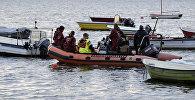 Сотрудники полиции Дании проводят поисковую операцию в заливе Копенгагена. Архивное фото