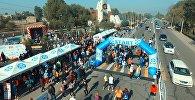 Больше тысячи бегущих людей — видео массового полумарафона под Бишкеком