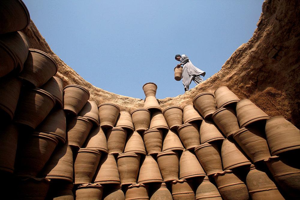 Производство глиняных горшков в Пешаваре