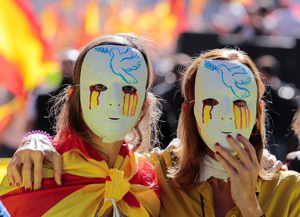 Массовая демонстрация против отделения региона от Испании в Каталонии