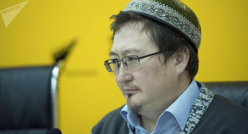 Член экспертного совета при президенте КР, член Совета улемов ДУМК, профессор, специалист по шариату и исламскому праву Кадыр Маликов. Архивное фото