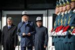 Премьер-министр Сапар Исаков жол кырсыгынан каза болгон Темир Жумакадыровдун коштошуу зыйнатында