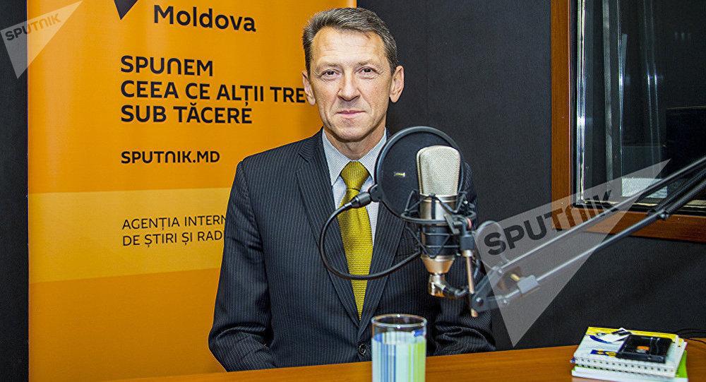 Архивное фото заместителя председателя Союза автомобилистов Молдовы Олега Кожокару на радиостудии Sputnik Молдова
