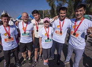 Sputnik Кыргызстан маалымат агенттиги жана радиосунун кызматкерлери жыл сайын өтүүчү Мол булак. Күз деми — 2017 жарым марафонуна катышты