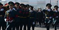 Президент Алмазбек Атамбаев на панихиде по Темиру Джумакадырову. Архивное фото