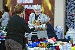 Ярмарка пожилых в одном из торговых центров Бишкека. Архивное фото