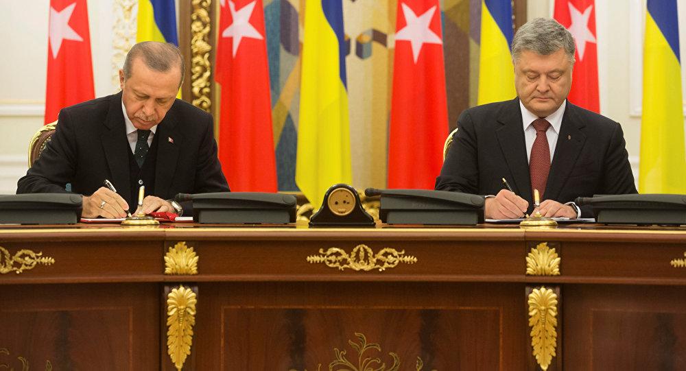 Президент Турции Реджеп Тайип Эрдоган на совместной пресс-конференции с главой Украины Петром Порошенков в Киеве