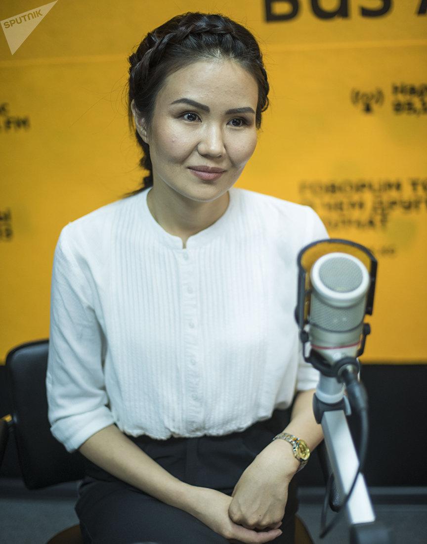 Телеведущая, корреспондент пресс-службы Жогорку Кеңеша Жылдыз Жолдошбаева во время интервью Sputnik Кыргызстан