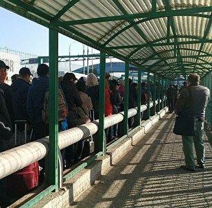 Ситуация на КПП Акжол-автодорожный на кыргызско-казахской границе. Архивное фото