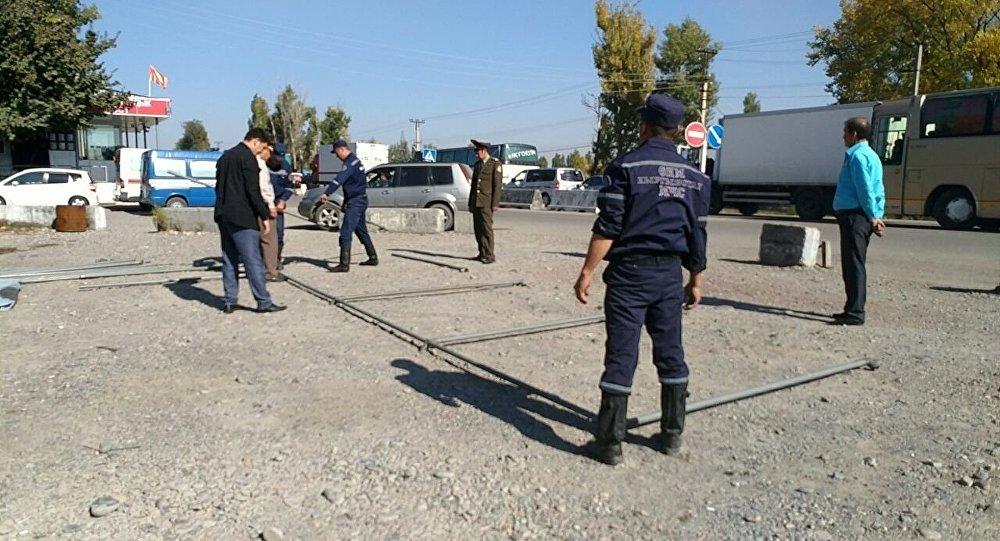 Кыргыз-казак чек арасындагы Ак-Жол бекетине ӨКМ кызматкерлери чатыр тикти