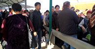 Очереди желающих попасть в Казахстан — видео