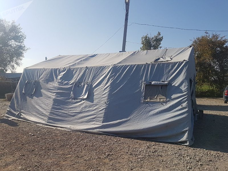 Палатка для ожидающий на КПП Ак-жол - Автодорожный