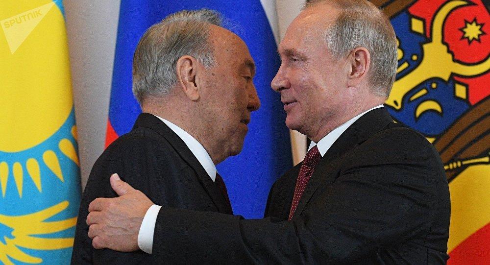 Россиянын президенти Владимир Путин жана казак президенти Нурсултан Назарбаев. Архивдик сүрөт