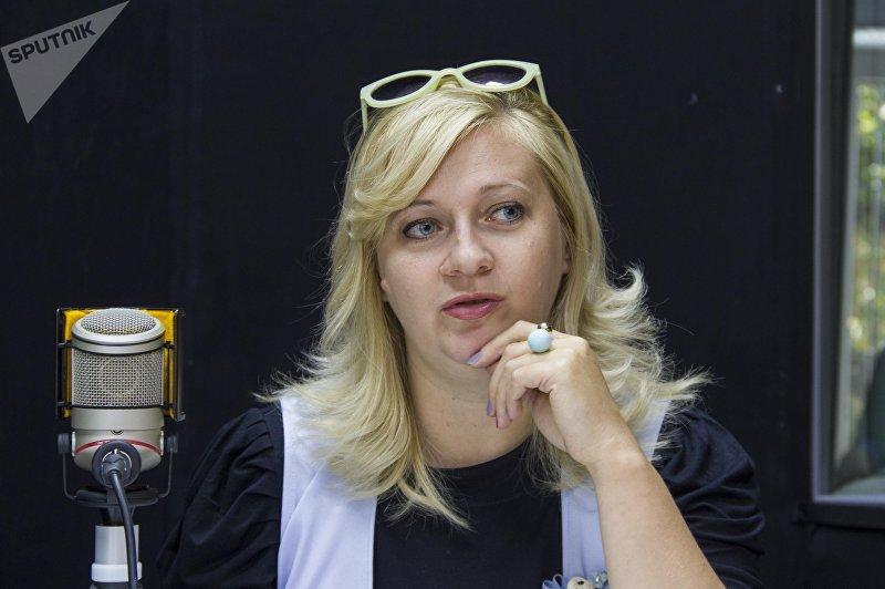Журналист Ольга Фролова во время интервью Sputnik Кыргызстан