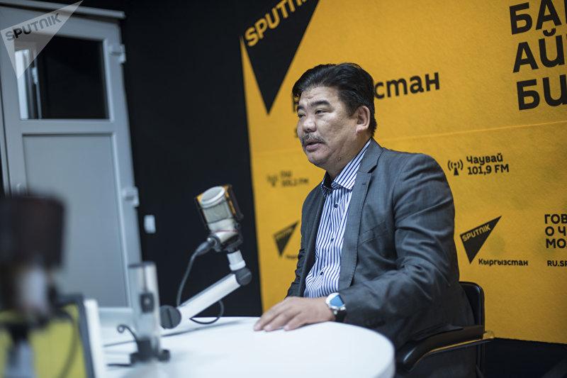 Экс-министр культуры КР, режиссер, актер Алтынбек Максутов во время интервью Sputnik Кыргызстан