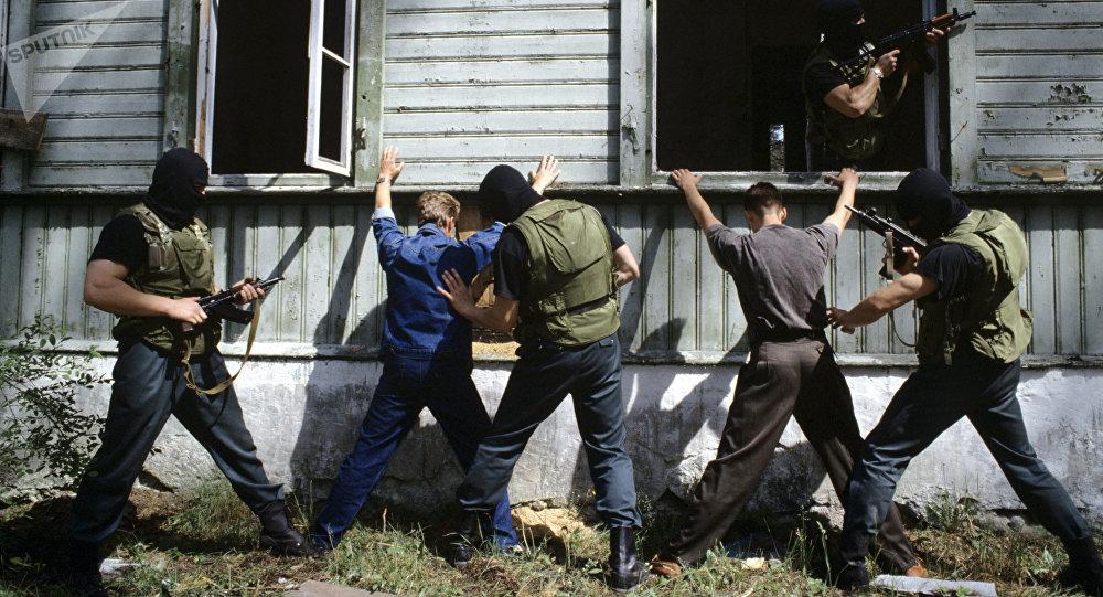 Сотрудники правоохранительных органов во время учений. Архивное фото